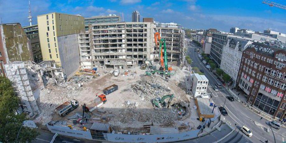 Abriss altes Deutschlandhaus kurz vor der Vollendung