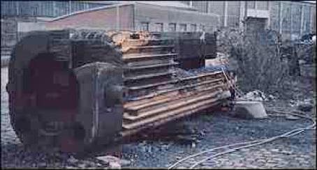 kein Material aus Menschenhand hält ewig - hier war nach 1 Sekunde Panzerfaust die Freisetzung da ... Solides Schutz-Konzept für Bahn-Transporte entwickeln - auch Ing. Goebel (war lange Wehrtechnik-Experte)
